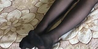 stepsister in pantyhose footjob