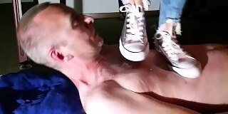 converse sneaker trampling
