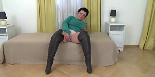 big busty stepmom in leather boots fucks her pussy