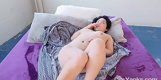 yanks cutey asian hope gold learns to love her body more
